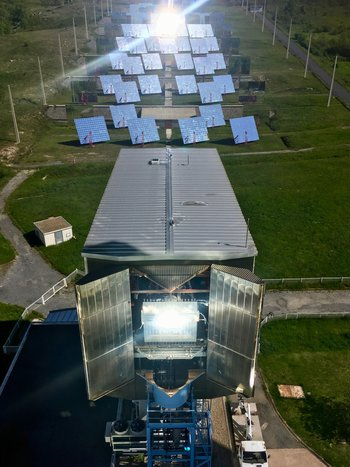 Xl heliostats and pilot sacle solar reactor in operation 13.06.2019  1